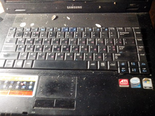 заплеванный ноутбук