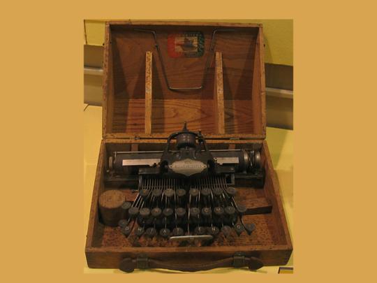 Первая портативная печатающая машинка Бликкенсдерфер